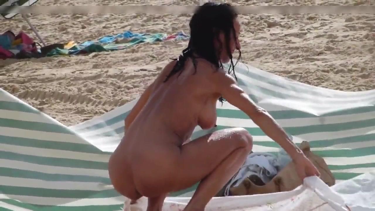 Am gefilmt heimlich sex strand Das exhibitionistenpaar